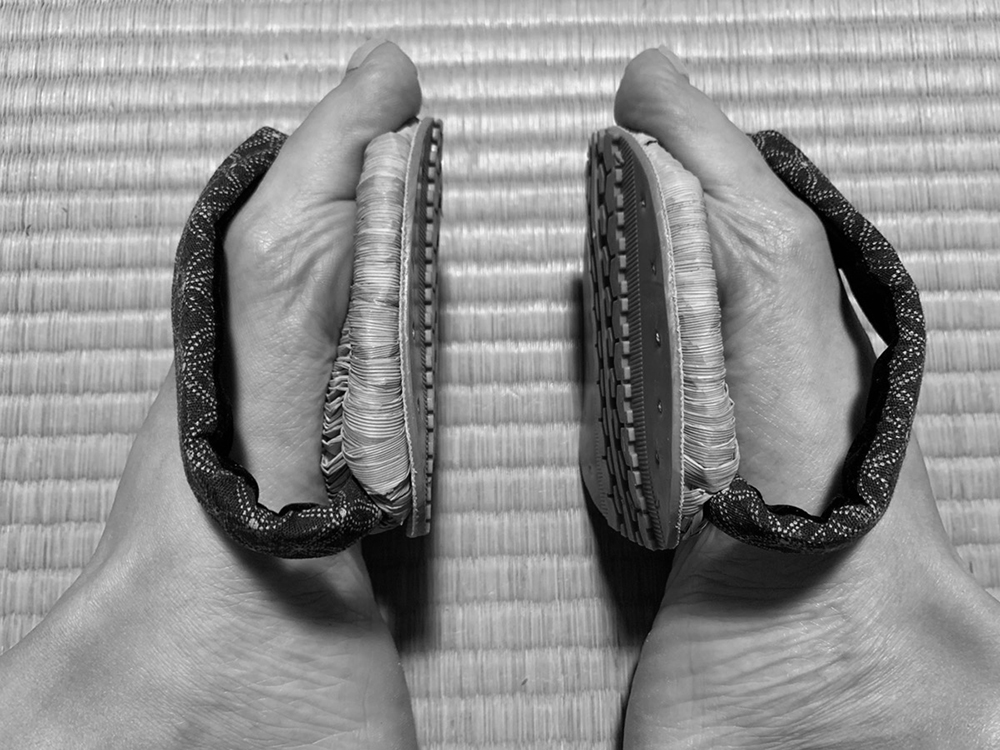 浮き指解消に活用されている足半草履